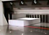Exemple de massicot : un massicot hydraulique EBA coupant une ramettre de papier