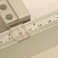 Exemple de réglette de précision sur un massicot Ideal