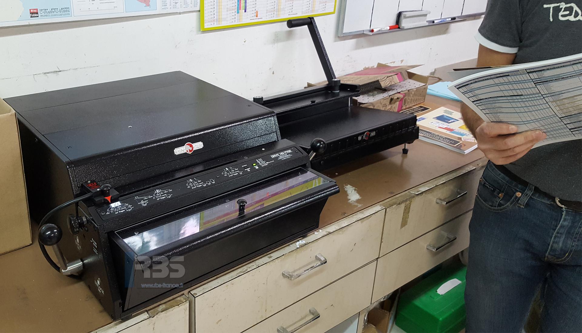 Reliure Semi Automatique Avec Module Onyx Hd7700 Ultima Et Hd8000 En Atelier De Reprographie