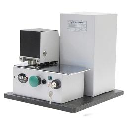 Une machine pour timbrage à sec, la 992 F